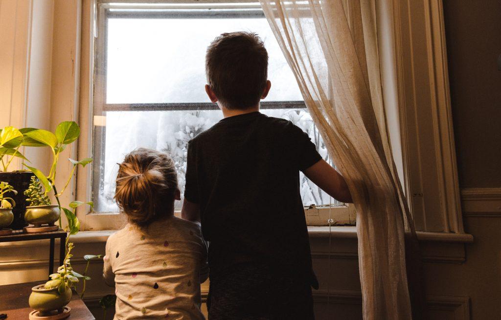 criancas em casa